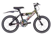 Vélos verts avec des freins en v