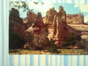 AMAZING POST CARD GIANT BUTTES near GALLUP NEW MEXICO.