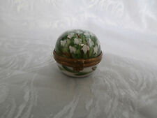 LIMOGES PEINT MAIN LILY OF THE VALLEY HAND PAINTED TRINKET BOX FLORAL CLASP RARE