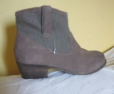 ladies Clarks womens Nimbus Beige cowboy style suede, fabric boots size 7