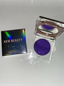 KKW Beauty Flashing Lights Extra - Pressed Powder Makeup