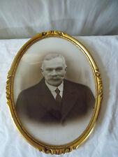 Cadre ancien ovale bois doré et sculpté photo homme noir et blanc