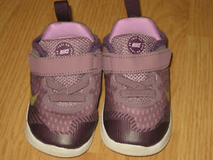 girls baby Nike 6C purple violet dust Free RN athletic sneakers excellent!