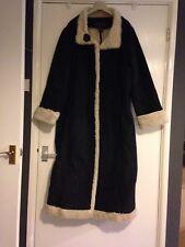Ladies Heavy Coat size XXXL.Faux Fur Lining.Stitch Details Around Bottom&Sleeve