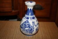 Chinese Ceramic Porcelain Blue & White Lidded Pitcher Vase Decanter Men Working