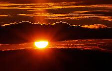 Incorniciato stampa-impostazione del sole dietro un' ondata di nubi scure (PICTURE POSTER ART)