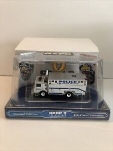 CODE 3 N.Y.P.D. NEW YORK POLICE DEPARTMENT MACK/SAULSBURY HEAVY RESCUE NEW