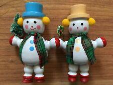 "2 Wooden SNOWMAN Holding Christmas Tree Holly Mistletoe ORNAMENTS Vintage 3 3/4"""