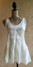 KIMCHI BLUE M WOMEN'S TOP BLOUSE NWT'S CASUAL FLORAL SLEEVELESS URBAN OUTFITTERS