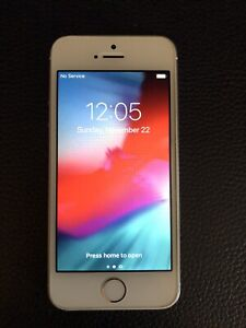 White/Silver Apple iPhone 5s Unlocked 16GB A1533 fully functional EUC