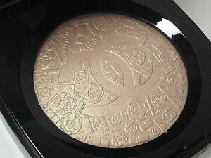 CHANEL Poudre Signee De Chanel Illuminating Powder SOLD OUT! Highlighter Camelia