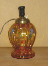 Lampe ohne Schirm, Gelb-orange farbenes Glas mit aufgemalten Blumendekor
