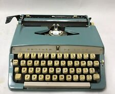 VINTAGE 1964 BROTHER DELUXE PORTABLE TYPEWRITER Turquois / Robins Egg Blue