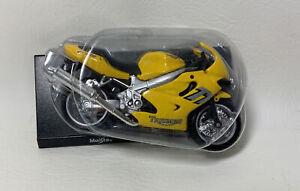 Triumph TT 600  Motorbike Model  Maisto 1:18 Scale
