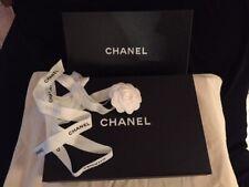CHANEL lot de 2 boîtes souliers + grand ruban Chanel et camélia