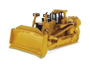 1:50 CAT D11R Tracked Tractor by Diecast Masters in Yellow DM85025