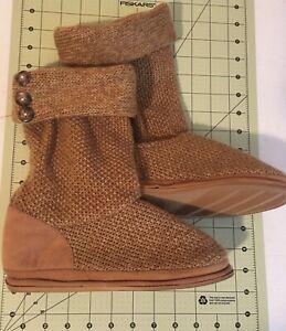 New -Women's Dearfoam slippers cable knit boot, size 5-6- beige slipper boot