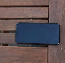 iphone XR 64g noir. L'appareil est légèrement plié et écran arrière cassé