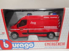 Ambulances miniatures multicolores en plastique