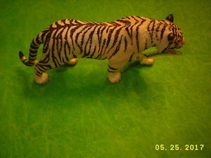 Schleich WHITE TIGER Toy Figure NEW! WITH TAG!