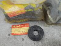 Genuine Suzuki T200 TC200 X-5 Center Crankshaft Oil Seal 20x52x9 NOS 09283-20003