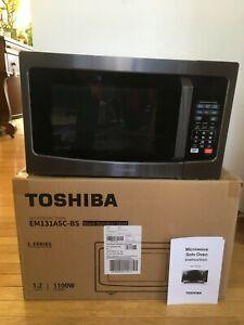 Toshiba EM131A5C-BS (1100W - 1.2 Cu. Ft.) Microwave Oven Smart Sensor Easy Clean