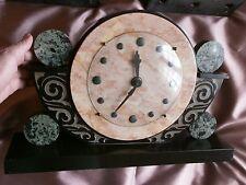Superbe Horloge Art Déco des années 40 en marbre Décor géomètrique & stylisé
