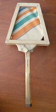 Ancienne raquette de tennis avec housse et protection en bois, pour déco vintage