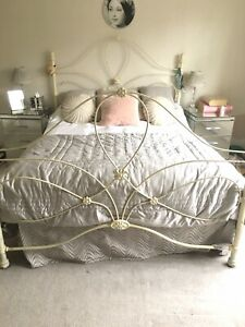Vintage Style King Size Bed with Feather £ Black Mattress