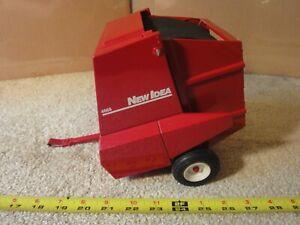 Rare! 1/16 scale New Idea 4665 diecast Ertl hay baler trailer. Dealer exclusive!