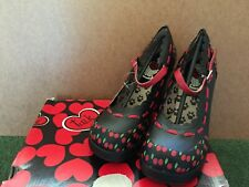 T.U.K. BLACK & RED CHERRY DESIGN MARY JANE PUMPS HEELS SHOES SIZE US 6