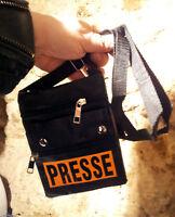 SACOCHE BANDOULIERE SIGNALETIQUE PRESSE NOIR ET ORANGE FLUO STYLE BRASSARD ANTIV