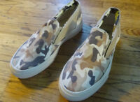 Converse Camouflage Slip on Sneakers Size Mens: 7.5 Womens: 9, Euro: 40.5
