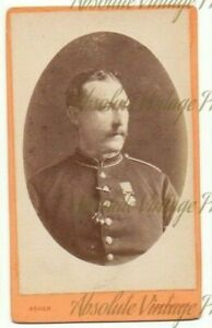 MILITARY CDV PHOTO SOLDIER WEARING MEDAL ALEX ASHER STUDIO LINCOLN VINTAGE C1880