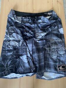 Quiksilver Men's Size 34 Board Shorts Swim Trunks Gray Black Pattern Surf