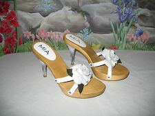 New MIA White Leather w Silver Flowers & Wood Sandals 9