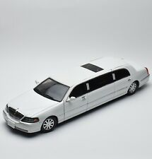 Sun Star Lincoln Town Stretch Limousine Bj.2003 in weiss lackiert, 1:18, V008
