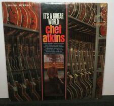 CHET ATKINS IT'S A GUITAR WORLD (VG+) LSP-3728 LP VINYL RECORD