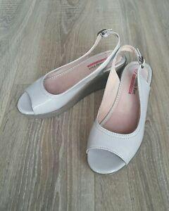 Heavenly Feet Anti Fatigue Wedge Slingback Shoes Size 6