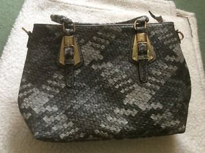 Ladies Grey Pattern Handbag. NEW
