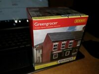 OO gauge HORNBY Skaledale R9847 The Greengrocer's Shop a model railway building