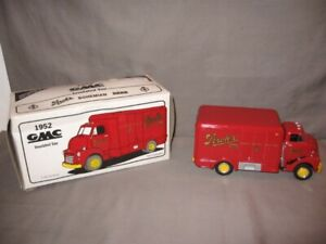 First Gear 1952 GMC Stroh's Insulated Van Die Cast 1/34 Scale Red MIB