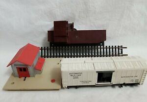 1960's LIONEL 0145 AUTOMATIC GATEMAN and 0366 AUTOMATIC MILK CAR w/REMOTE TRACK
