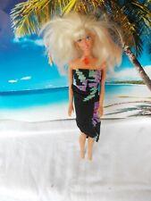 Barbie Puppe, mit schwarzbunten Kleid, lange blonde Haare