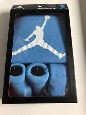 0de8634850aa5 Nike air Jordan jumpman 3 pièces bébé ensemble cadeau 0-6 mois body  chaussons bonnet