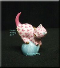 Herend Mischievous Cat 5221 - Rasberry Fishnet - Domestic Collection