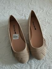 American Eagle size 5W tan slip on shoes