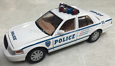 Motormax 1/24 NYC Style Police Ford Crown Victoria - WHITE