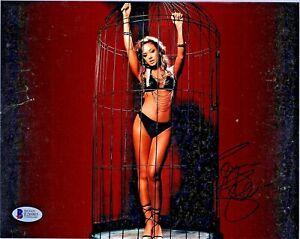 LEAH REMINI  AUTOGRAPHED PHOTO 8 X 10 - BECKETT CERTIFIED WITH COA - #E26985