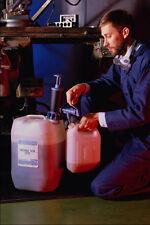 667071 aceite de máquina de bombeo en pequeños contenedor A4 Foto impresión